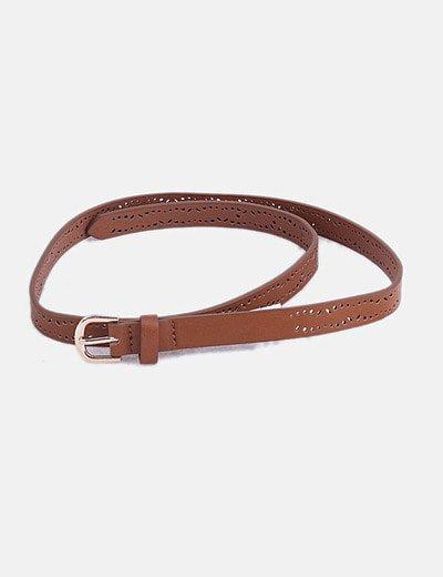 Cinturón marrón troquelado