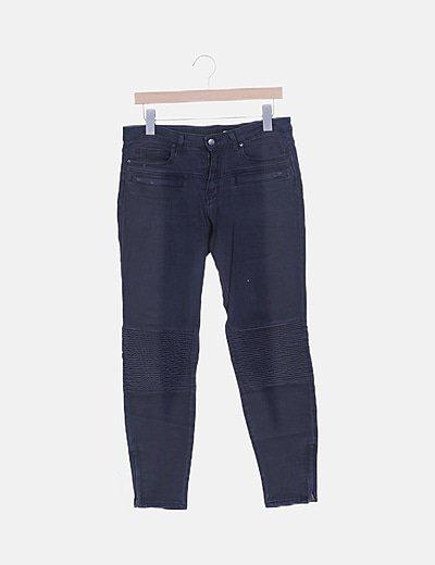 Pantalón pitillo denim gris detalle texturizado