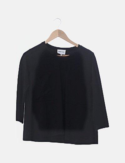 Camiseta negra bolsillos