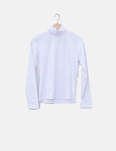 Camiseta blanca cuello vuelto