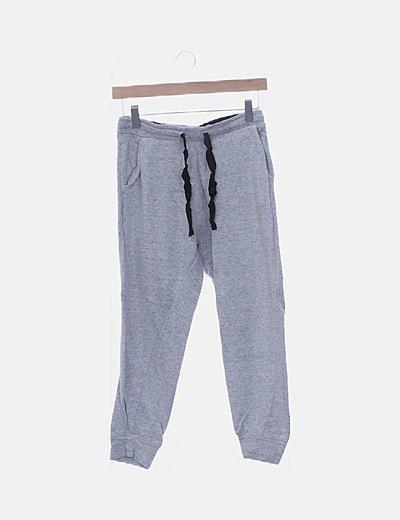 Pantalón deportivo gris cropped