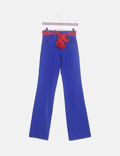 Pantalón fluido azul lazo rojo