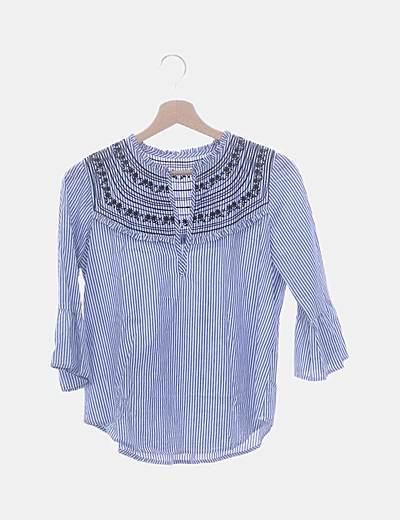 Blusa de rayas con bordados