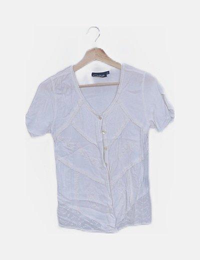 Blusa blanca bordada con botones