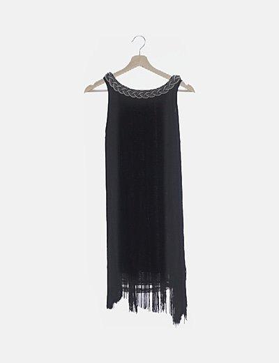 Vestido negro flecos
