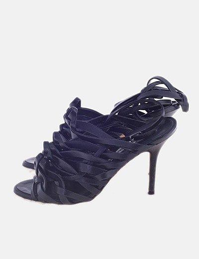 Sandalia tacón negra con tiras