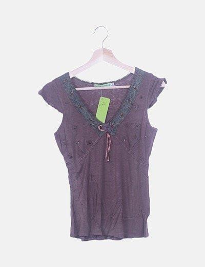 Camiseta marrón bordado floral crochet