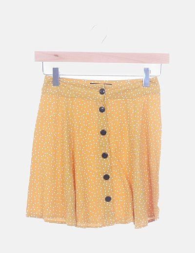 Falda amarilla fluida con topos