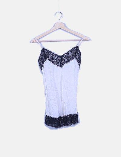 Top lencero blanco encaje negro