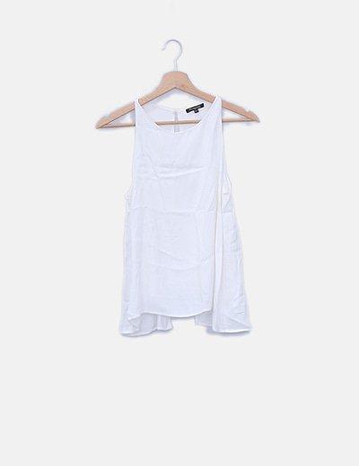 Blusa cruda con espalda asimétrica