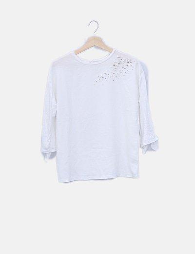 Camiseta blanca con abalorios