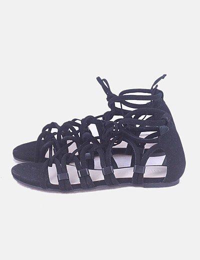 Sandalia negra de tiras
