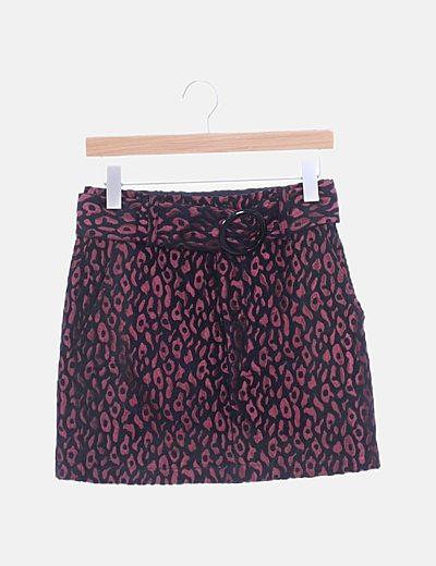 Falda animal print combinada con cinturón