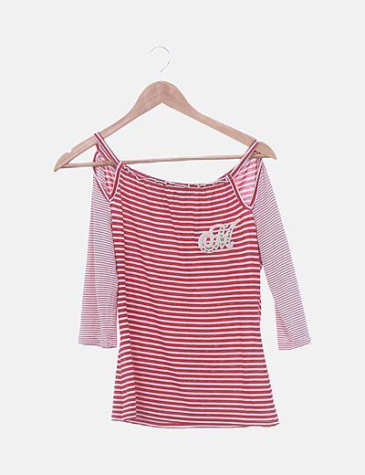 Camiseta roja rayas