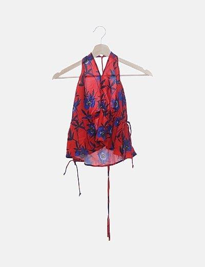 Blusa roja estampado floral azul