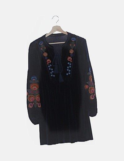 Vestido velvet con bordados
