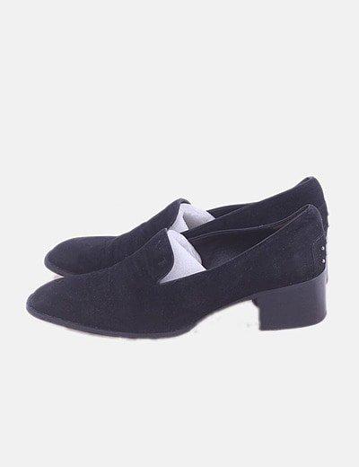 Zapato de tacón negro detalle bolas