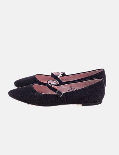 Zapato negro plano