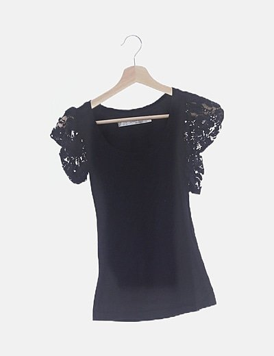Camiseta negra manga encaje