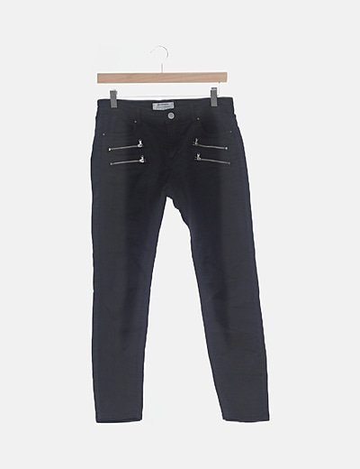Pantalón negro pitillo con cremalleras