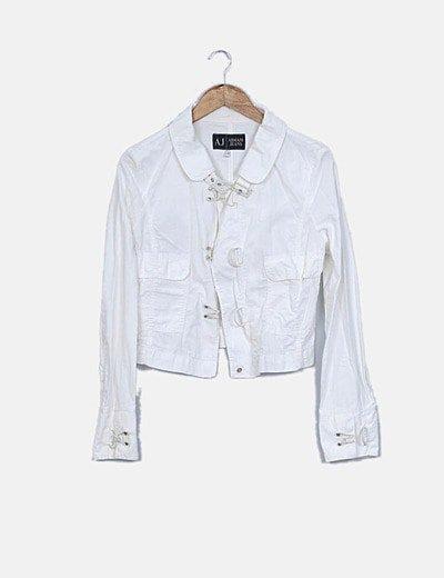 Cazadora blanca con bolsillos