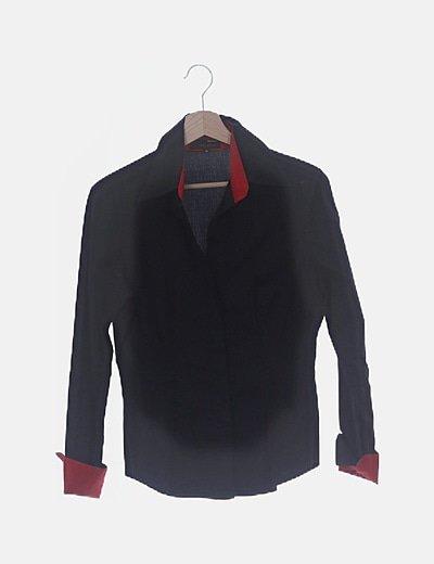 Camisa negra puños rojos