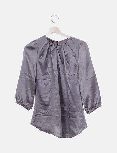 Blusa satinada gris