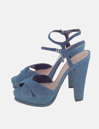 Sandalia de tacón azul con tiras