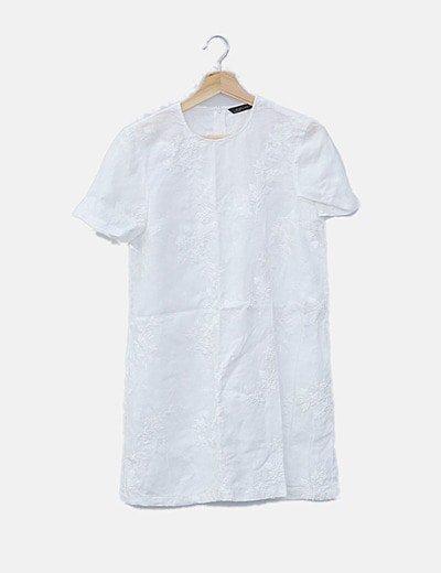 Vestido recto blanco bordado floral