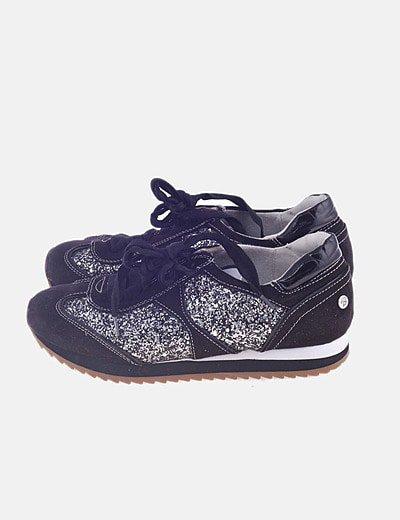 Sneaker negra con glitter