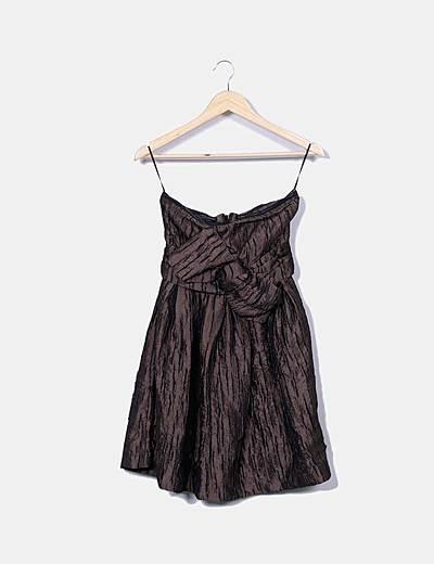 Vestido marrón texturizado palabra de honor