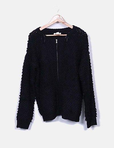 Jersey negro de punto con cremallera