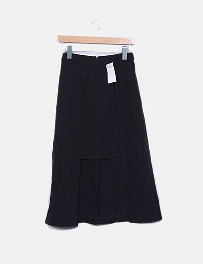 Falda midi negra asimétrica