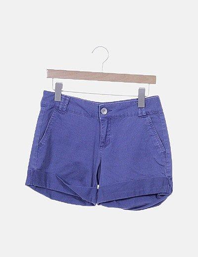 Short azul con dobladillo