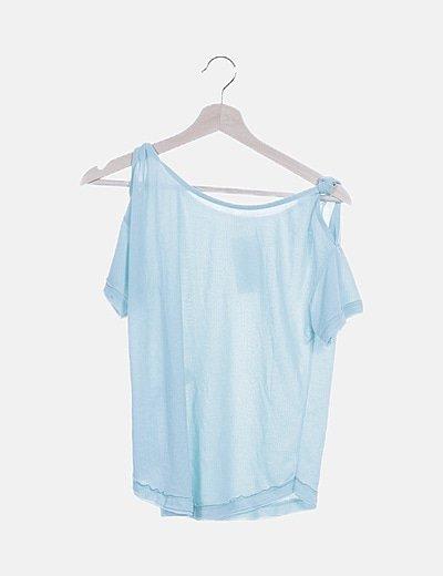 Camiseta celeste hombros descubiertos