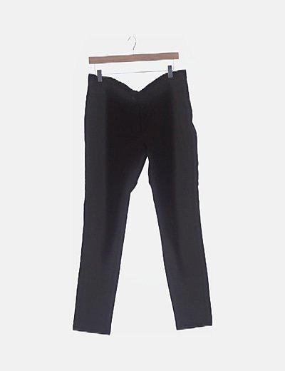 Pantalón marrón pitillo