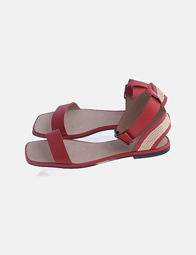 Sandalia roja plana combinada