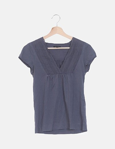 Camiseta azul marino detalle bordado