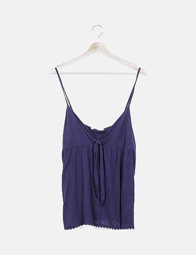 Camiseta azul marina detalle nudo