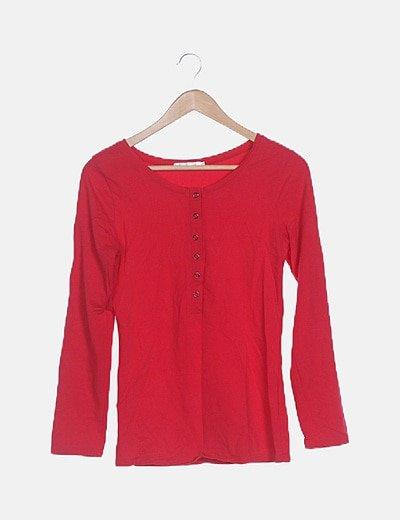 Camiseta roja manga larga detalle botones