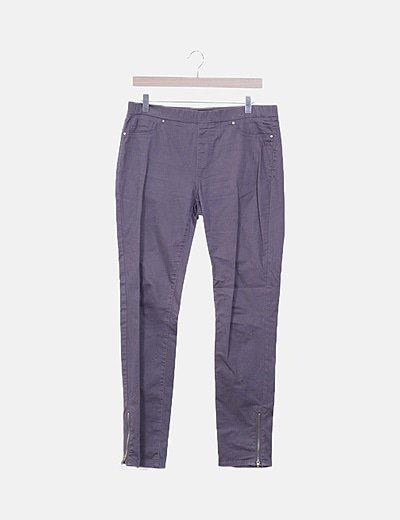 Pantalón pitillo cremallera gris
