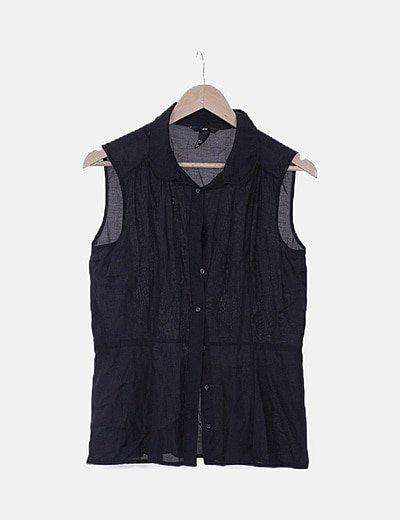 Camisa sin manga negra semitransparente