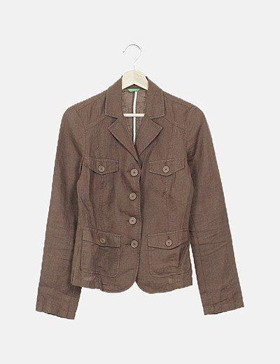 Camisa marrón abotonada