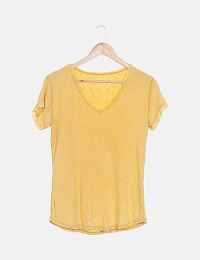 Camiseta amarilla detalles desflecados