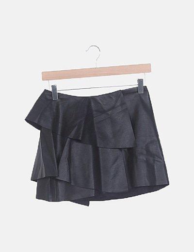 Falda negra encerada volantes