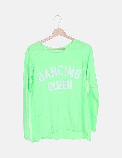 Camiseta verde flúor con letras