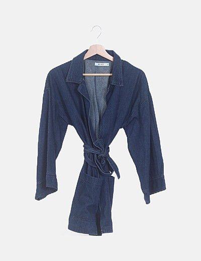 Chaqueta denim azul oscuro con cinturón