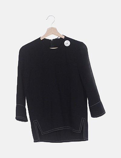 Blusa negra detalle botón