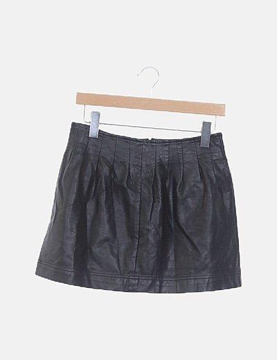 Falda negra pinzada