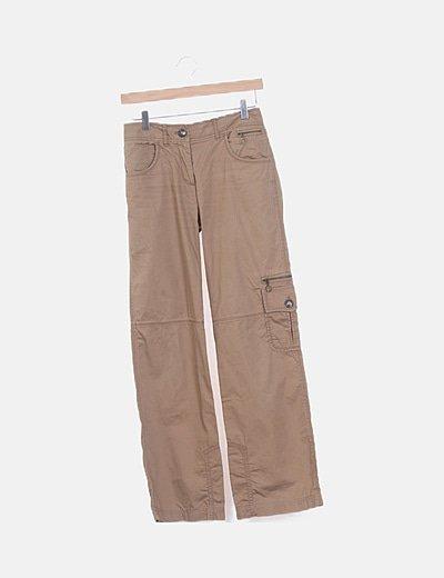 Pantalón recto camel detalle bolsillos